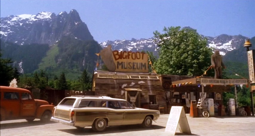 "Harry and the Hendersons ""Bigfoot Museum"" screenshot."