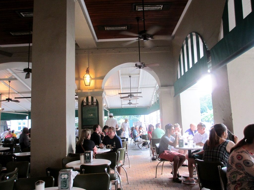 Outdoor tables at Café Du Monde.