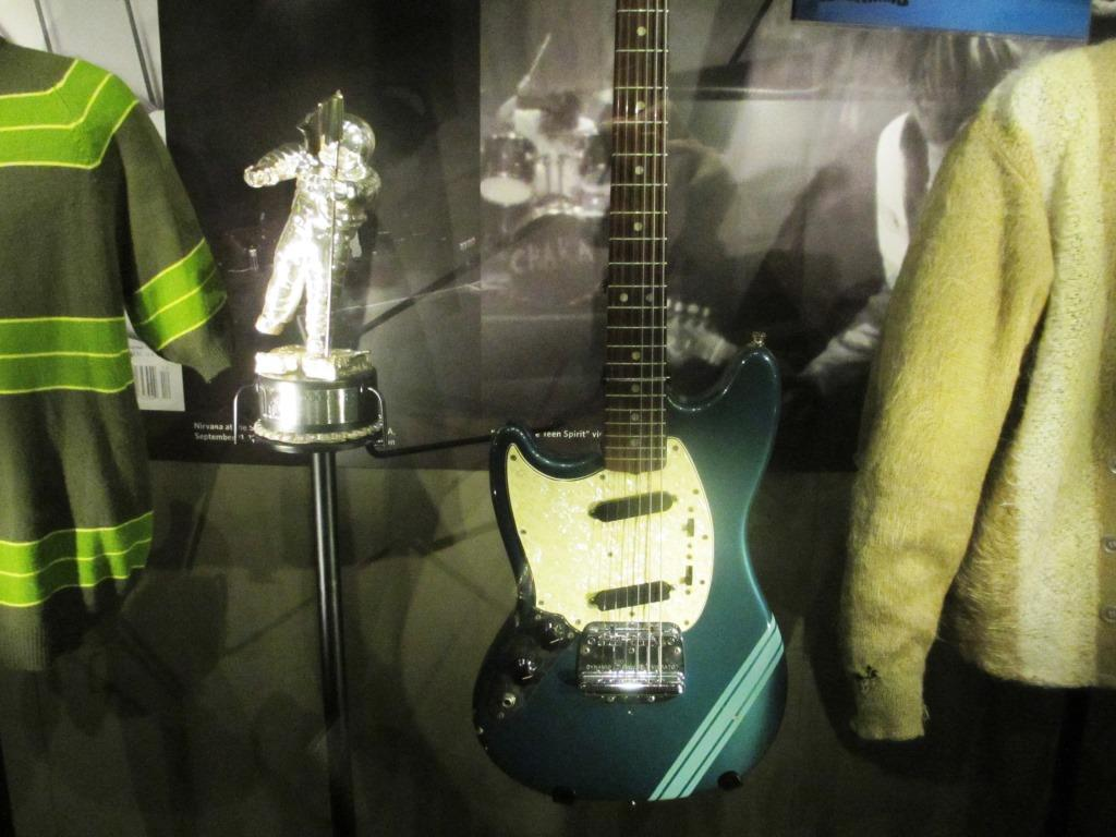 Fender Competition Mustang, 1969, played by Kurt Cobain.